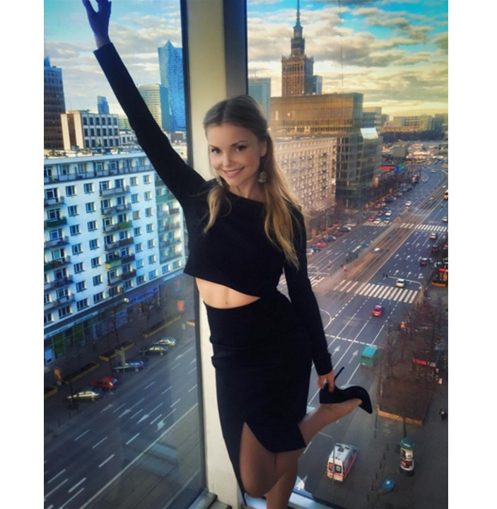 Zjawiskowa Izabella Miko w komplecie Magdaleny Knitter for ZAQUAD!