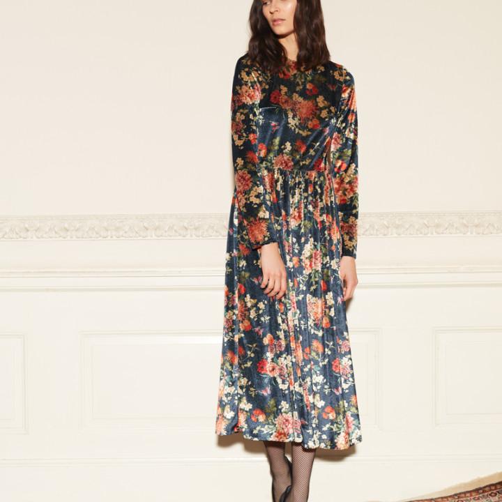 Welurowa sukienka midi w kwiaty