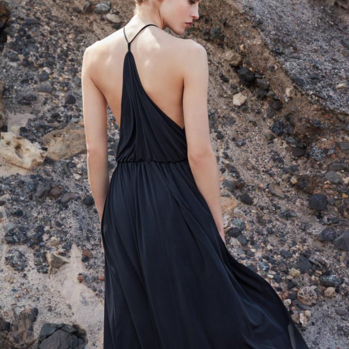 Dzianinowa sukienka maxi z trójkątem na plecach