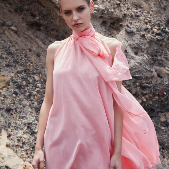 Szyfonowa sukienka z wiązanie przy szyi