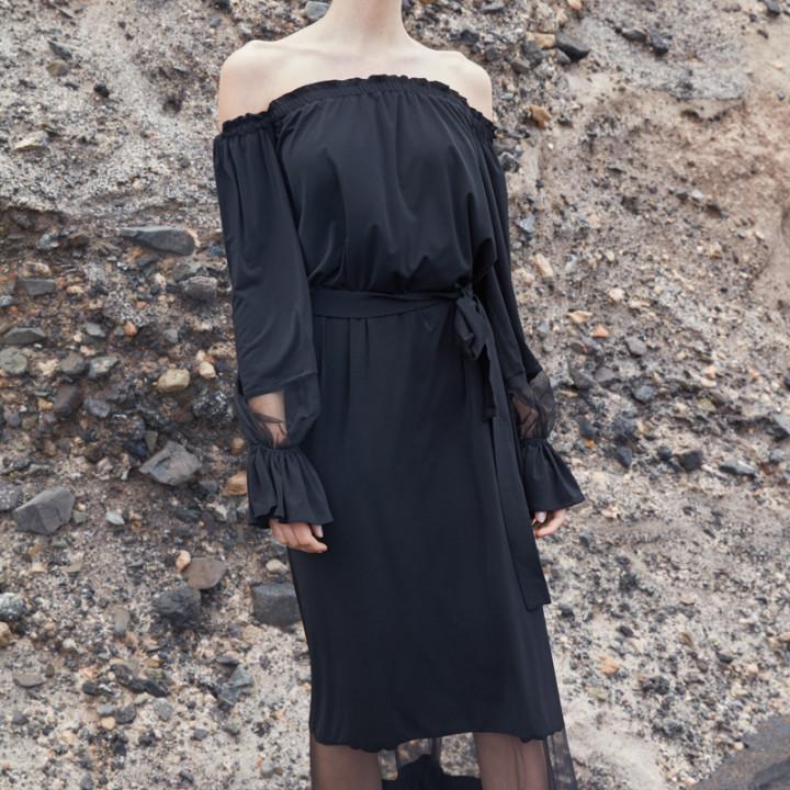 Sukienka maxi z elementami prześwitującymi